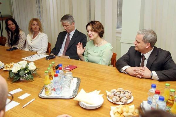FINI na delovnem obisku pri veleposlanici v madžarskem mestu Dunaujvaros